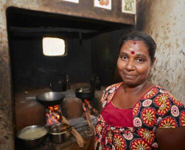 Local Lady in Sri Lanka   Immersive Tours to Sri Lanka   Millis Potter Travel
